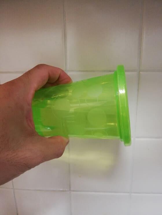 【100均】ダイソーのストローカップ 緑を横にした時の画像