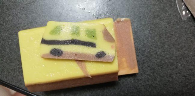 鈴廣のトミカかまぼこ バス断面図の画像