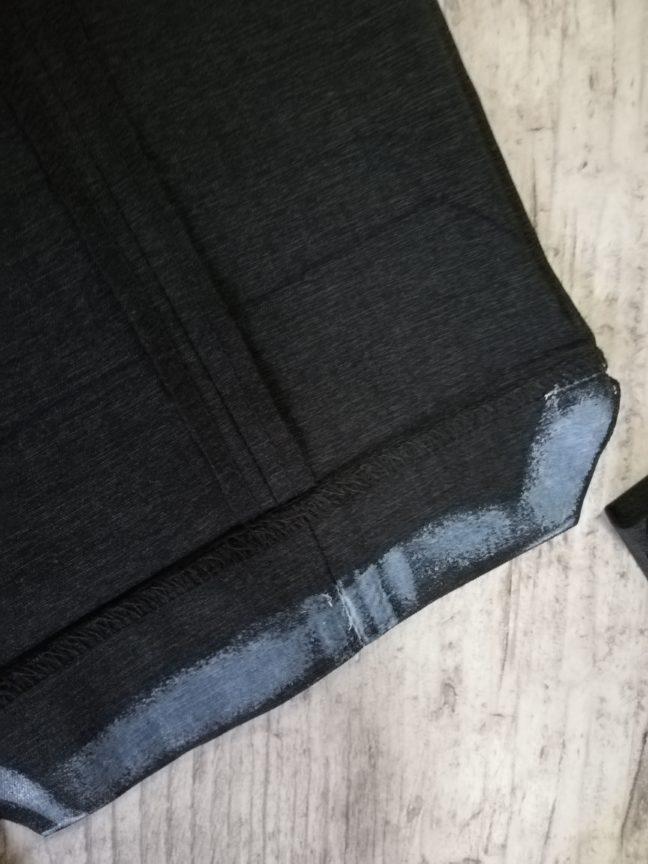 裁ほう上手スティックをズボンに縫っている画像