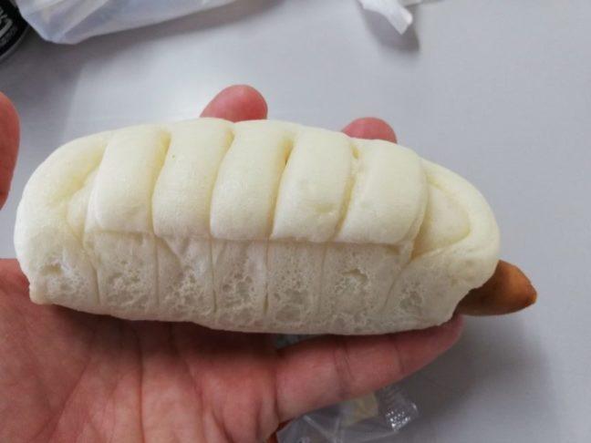 糖質オフのしっとりパン ポークウインナーとチーズ開封画像