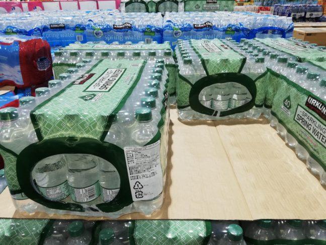 コストコで買えるカークランド炭酸水の売り場画像